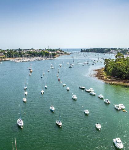 Drohnenaufnahme der bretonischen Riviera