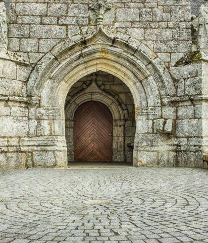 Portalvorbau der Kirche Saint-Primel